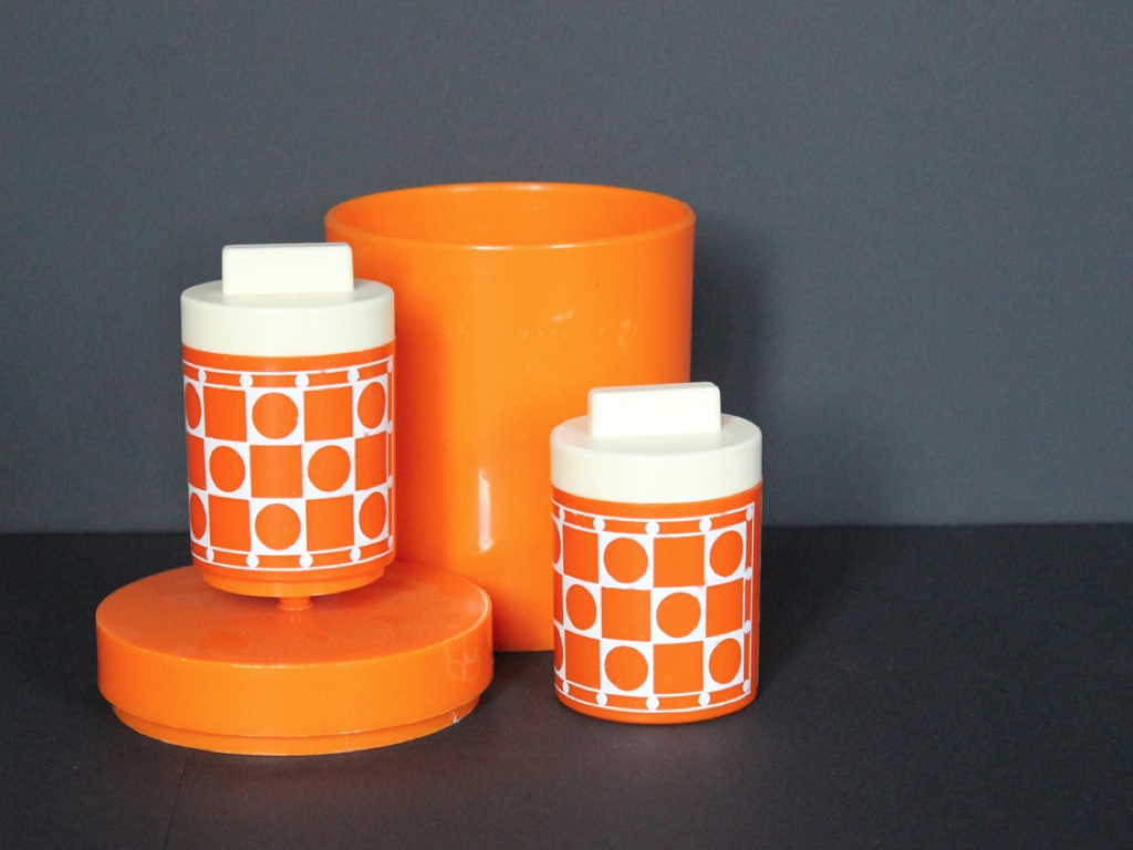 Boites plastique orange Seventies