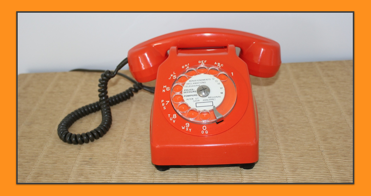 Telephone a cadran orange vintage